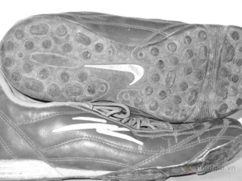 Bí kíp phân biệt giày thể thao thật hay giả