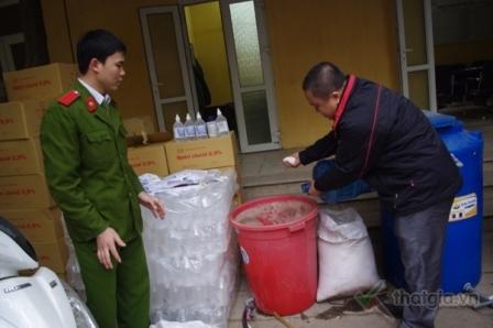 Giật mình công nghệ sản xuất nước muối sinh lý… giả