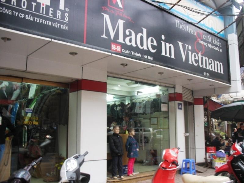 "Cửa hàng ""Made in Vietnam"" thật giả?"