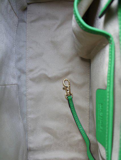 Tường tận cách phân biệt túi Michael Kors hàng xịn và hàng nhái 19
