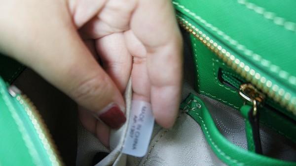 Tường tận cách phân biệt túi Michael Kors hàng xịn và hàng nhái 22