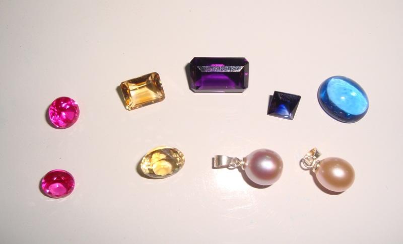 Từ trái sang: Ruby - Citrine - Amethyst - Sapphire - Topaz - Ngọc trai nhân tạo