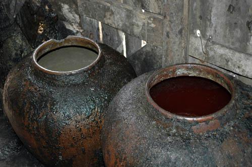 Đột kích kho chế biến dầu mỡ bẩn rán quẩy