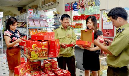 Cơ quan điều tra làm gay gắt những cơ sở làm bánh bán cho dịp Tết