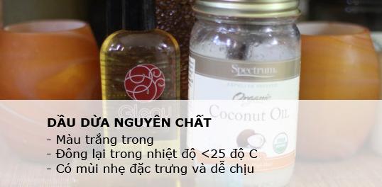 Phân biệt dầu dừa nguyên chất dựa vào mùi và màu