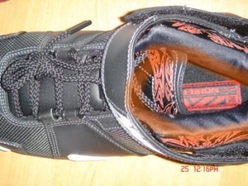 Phân biệt giày thể thao thật giả