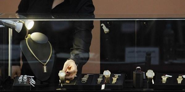 Mua đồng hồ chính hãng tại các đại lý uy tín