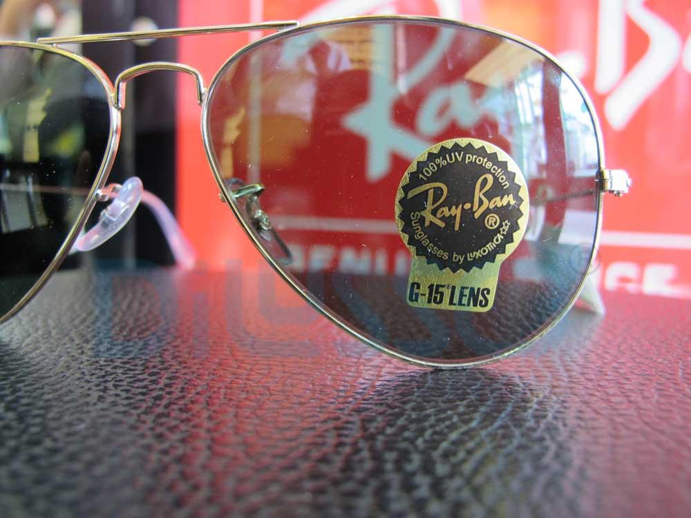 Chữ Rayban ở mắt kính bên phải in sắc nét