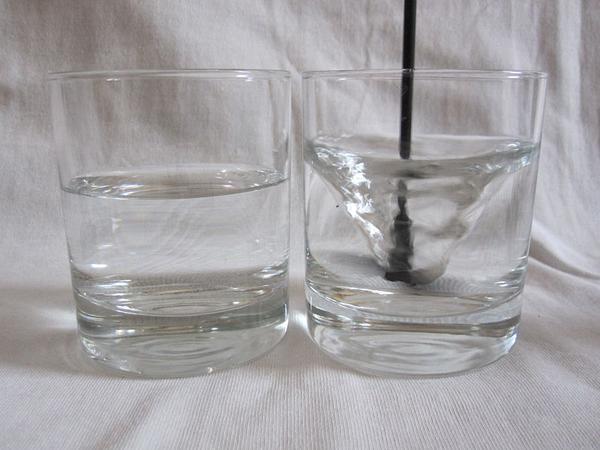 Phân biệt mỹ phẩm Thật Giả bằng nước