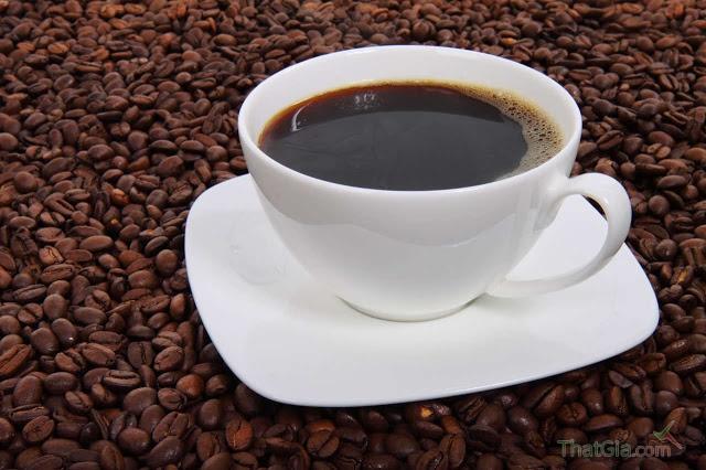 Hãy tự mình mua cà phê thô, chưa nghiền và tự nghiền, trải nghiệm nhiều với cà phê thật sẽ cho bạn kinh nghiệm phân biệt với cà phê rởm