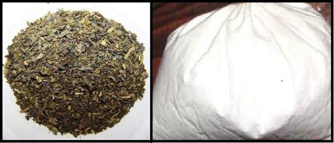 Lá trà Thái Lan (bên trái) theo lời quảng cáo và bột pha trà sữa Thái Lan (bên phải) được bày bán trên thị trường