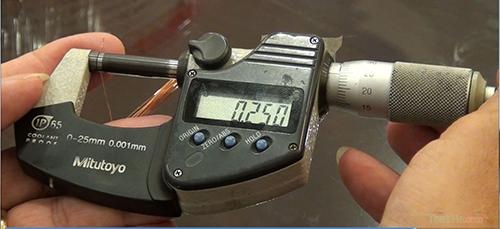 Thước Panme dùng để đo đường kính sợi đồng trong lõi cách điện