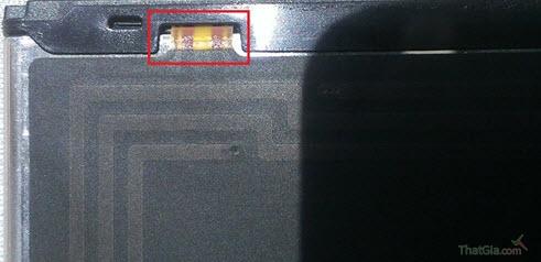 Pin Samsung Galaxy chính hãng có khắc chữ và mã bên trong