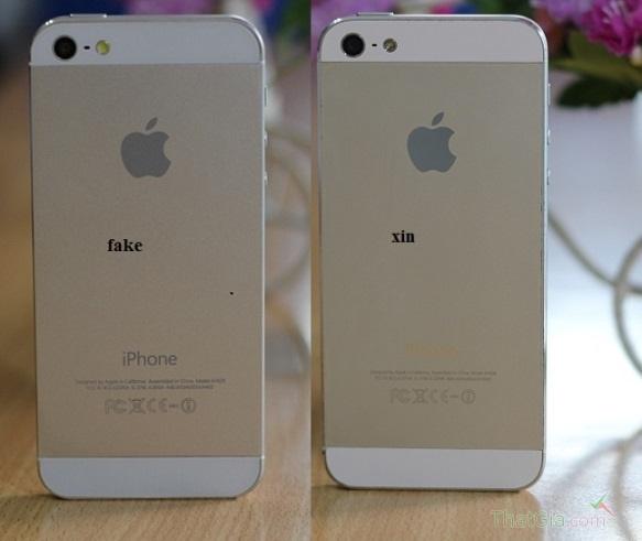 Logo quả táo của IP5 chính hãng (phải) sắc nét hơn logo hàng nhái (trái). Tên thương hiệu được thiết kế dạng gương bóng nên chụp hình sẽ bị mờ (phải)