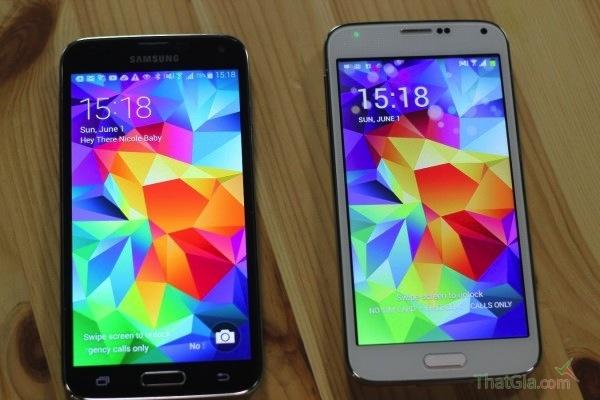 Sản phẩm nhái (phải) không sắc nét và sáng như màn hình Samsung Galaxy S5 (trái)