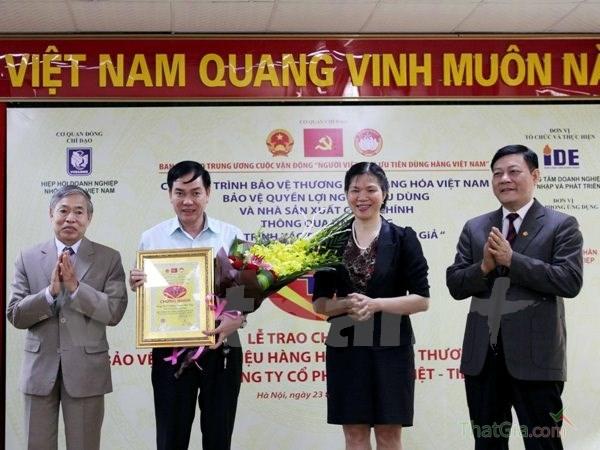 Bàn giao Quy trình xác thực chống hàng giả tại Khóa Việt Tiệp, ngày 23/11