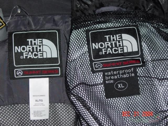 Áo The North Face xịn logo của hãng nằm ở bên tay trái của áo