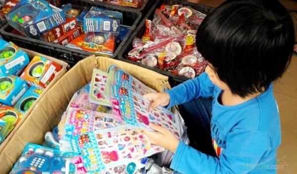 Bố mẹ nên cảnh giác với những miếng dán Made in China không có nguồn gốc, thương hiệu
