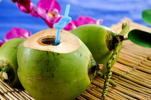 Ung thư vì uống nước dừa tươi ngâm chất tẩy trắng - ảnh 1