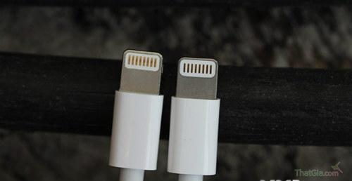 Cáp iPhone 5 giả (trái)- thật (phải)