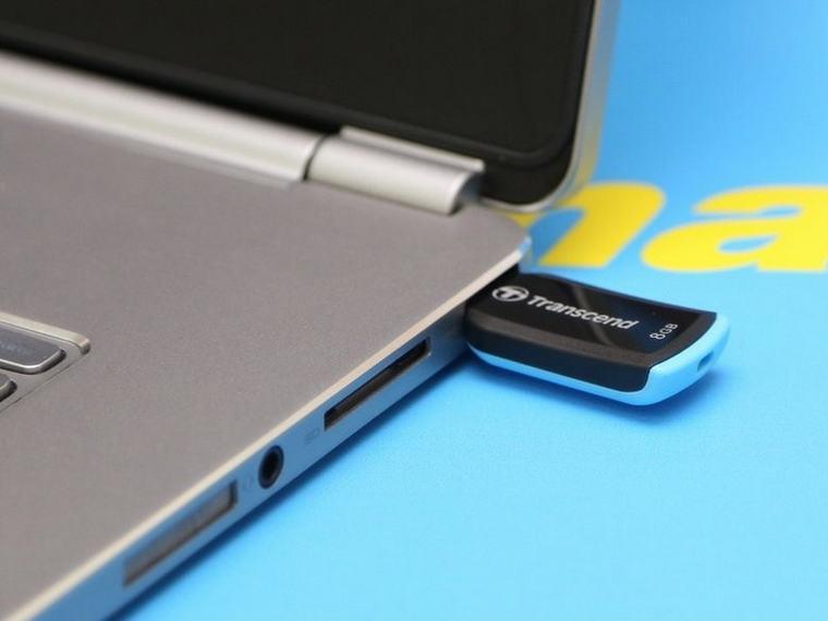 Nên mang theo một vài phụ kiện như USB, smartphone giúp việc kiểm tra đạt hiệu quả cao hơn