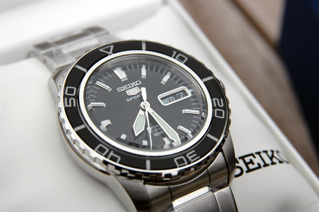 Mua đồng hồ nam Seiko phù hợp túi tiền