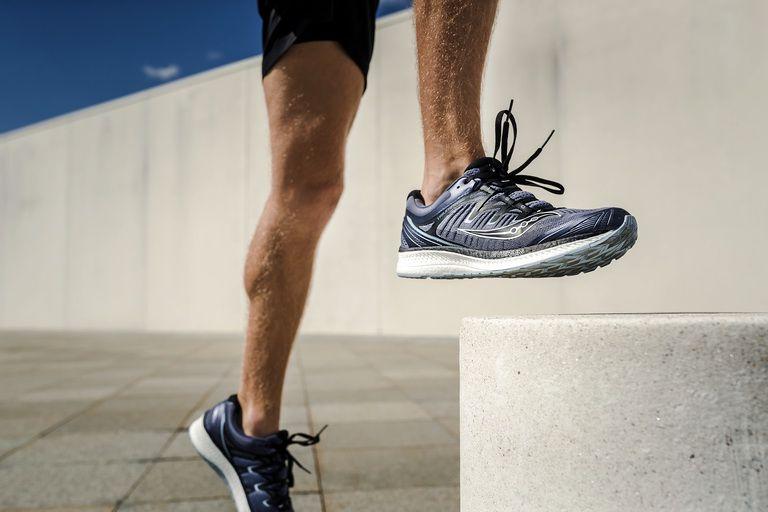 Bỏ ra tiền triệu mua 1 đôi giày chính hãng, liệu có đáng không?