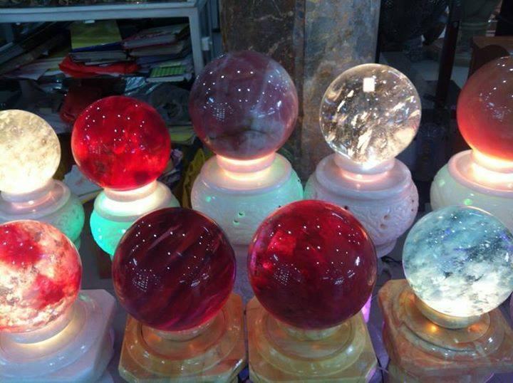 Những quả cầu giả bằng thủy tinh được làm y như thật